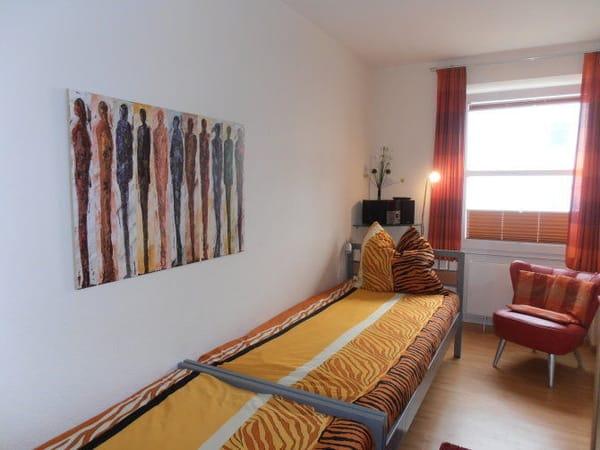 Schlafzimmer 2 mit 2 Einzelbetten , Radio/CD-Player (USB & iPod)