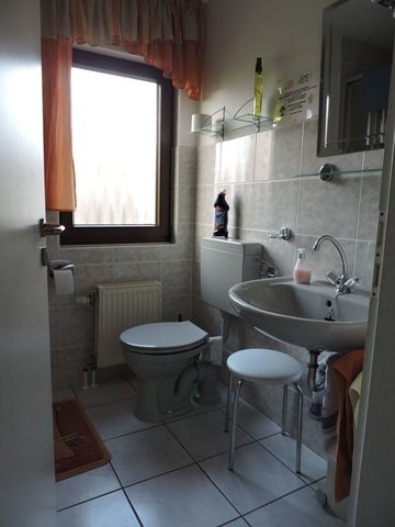 Bad. Die Duschecke am rechten Bildrand