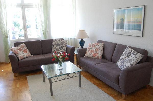 Wohnzimmer mit Blick zur Loggia