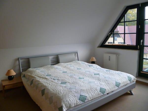 Großzügiges, komfortables Schlafzimmer