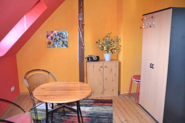 Schlafzimmer mit zwei separaten Einzelbetten