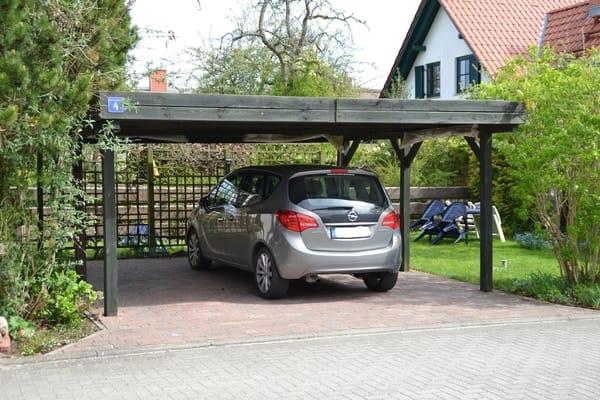 Parken unterm Carport, Sitzecke rechts im Garten