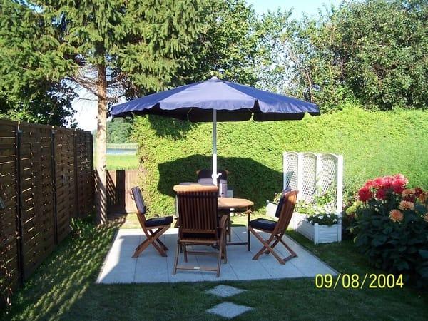 Terrasse-der idealer Platz ,um ein Sonnenfrühstück im Garten zu genießen.