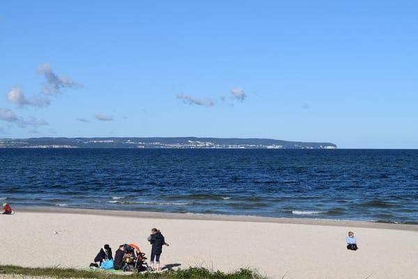Blick über den Binzer Strand nach Sassnitz