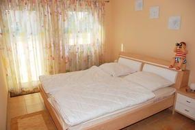 Schlafzimmer mit Zugang zur 1. Terrasse