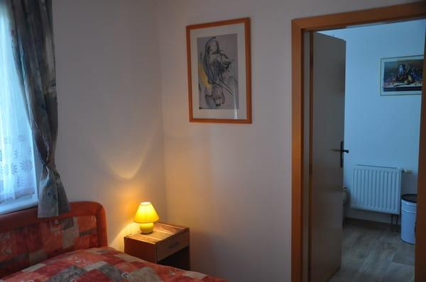 Schlafzimmer mit Durchgang zum 2. Schlafzimmer