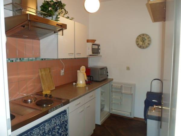 Blick vom Zimmer in die Küche