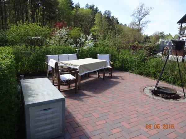 Sitzecke mit Grill und Räucherofen