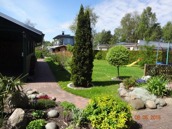 Blick in den weitläufigen Garten