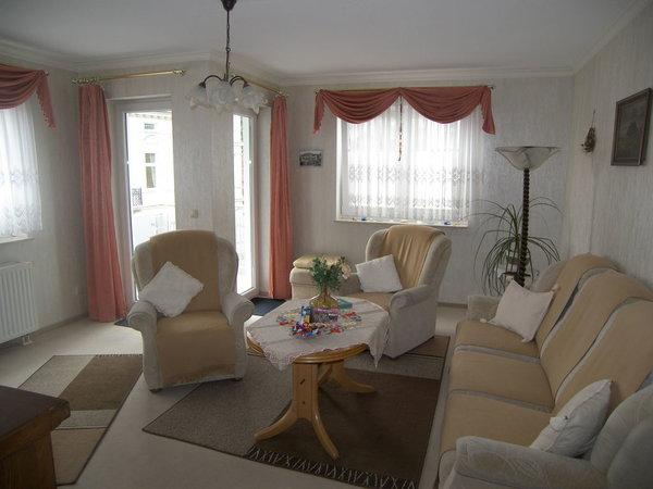 Sessel & Couch bieten genügend Sitzmöglichkeiten.