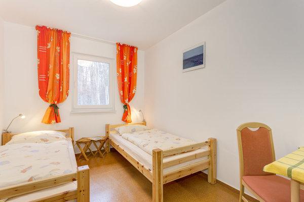 2. Schlafzimmer mit 2 Betten 90x200