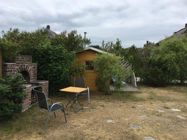 Griilplatz auf dem Grundstück mit Sauna