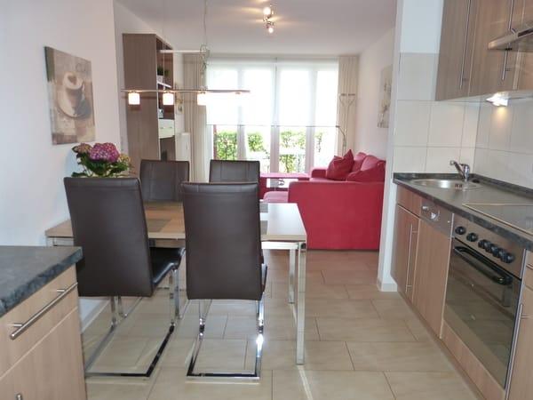 Küche mit Blick in das Wohnzimmer