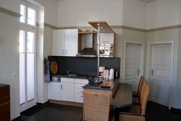 -offene Küche mit reichhaltiger Ausstattung-