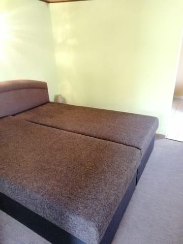 Bequeme hohe Betten