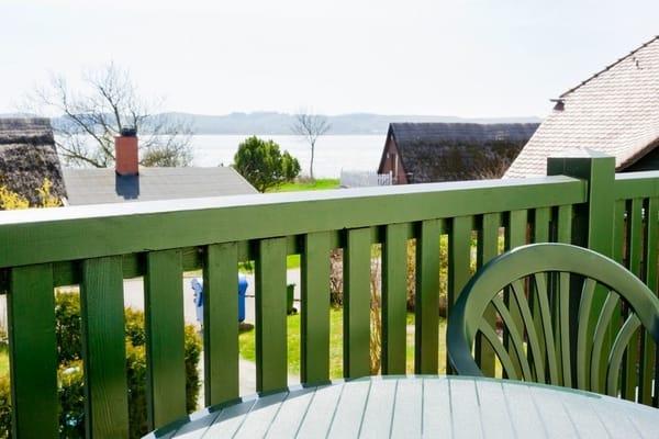 Balkon mit Blick Richtung Wasser