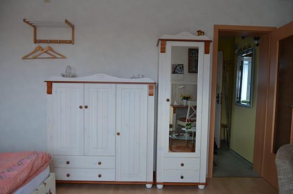 Eingang Wohnraum-Schrankwand
