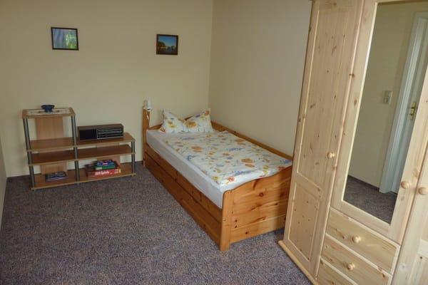 2.Schlafraum mit Einzelbett 90x200