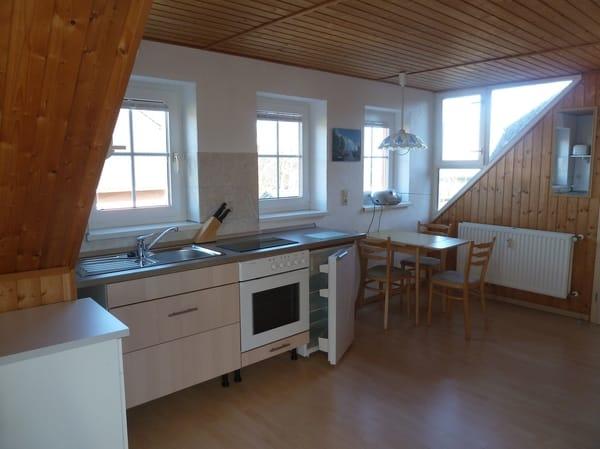 Küchenzeile, Tisch, Eckfenster mit Meeresblick