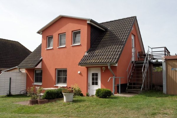 Außenansicht des Ferienhauses - Die Ferienwohnung befindet sich im EG.