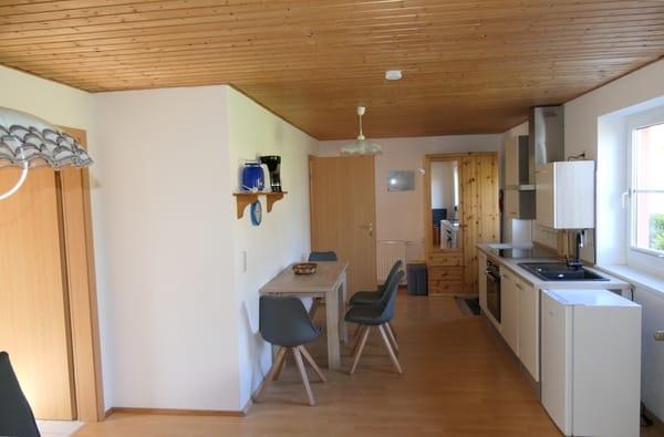 Küchenzeile, Tisch, Eingangsbereich