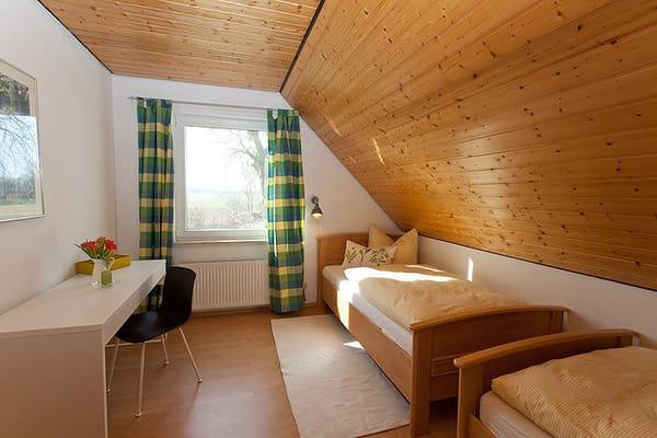 Schlafzimmer 2 ideal für Kinder zum schlafen, spielen, malen