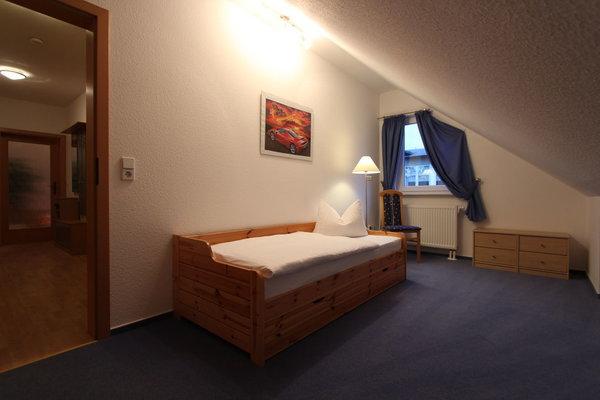 2. Schlafzimmer mit Kojenbett (Unterbett ausziehbar)