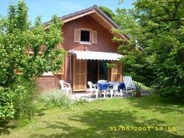Vorderansicht / Terrasse / Garten mit Liegewiese