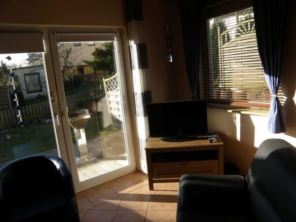 Wohnraum mit Terrasse  /  Wohnungen sind identisch