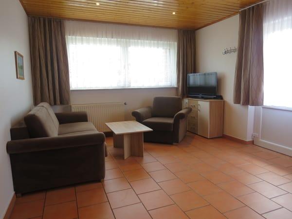 Wohnbereich/TV-Ecke / Schlafsofa mit Lattenrost und Matratze