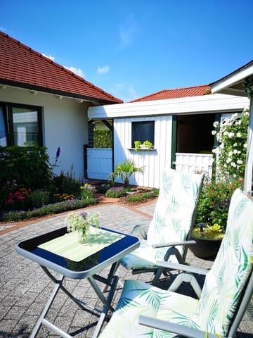 Außenbereich - Terrasse mit Gartenmöbel (Grillecke)