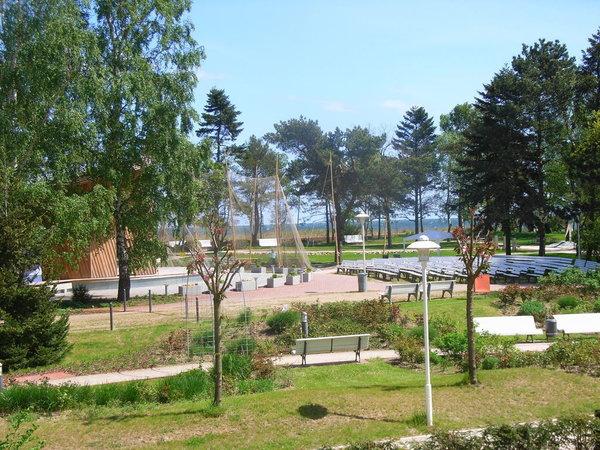 Balkonblick über den Kurpark auf die Ostsee