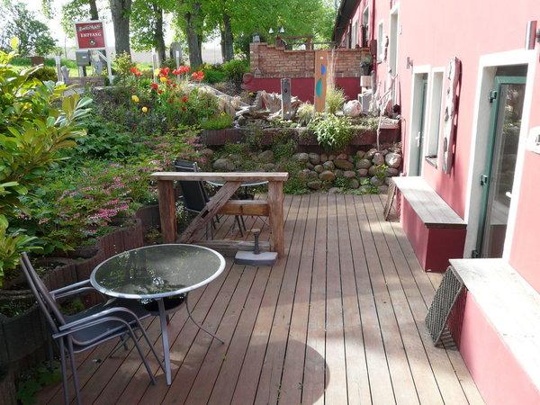 Terrasse für die Wohnungen Klatschmohn und Silberdistel
