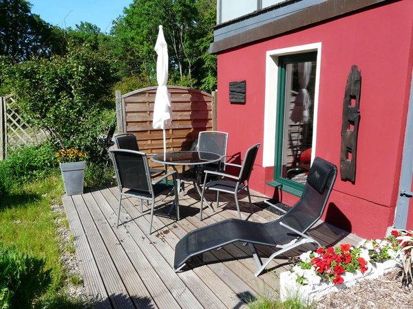 Sonne vom Vormittag bis zum Abend auf der Terrasse mit Bestuhlung, Sonnenliege, Sonnenschirm, Grill