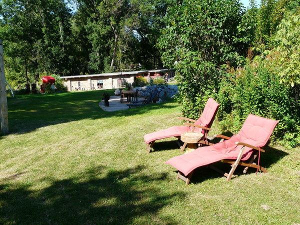 Liegewiese im äußeren Gartenbereich