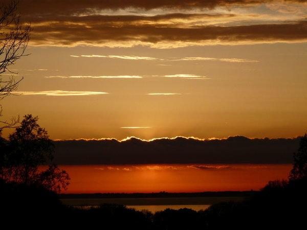 Spektakuläre Sonnenuntergänge im Sommer - Blick vom Garten zur Ostsee Richtung Kap Arkona
