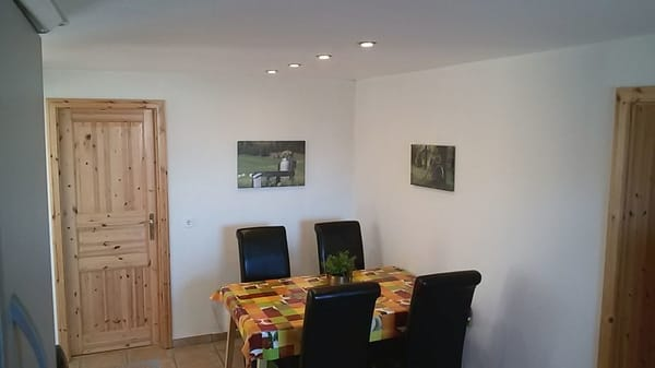 Küche mit Esstisch für 4 - 6 Personen