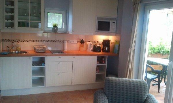 Wohnküche mit Standardausstattung und Terrasse
