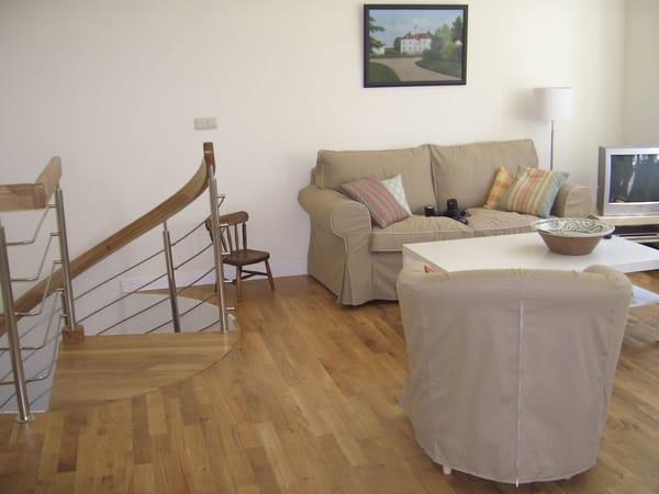 Wohnzimmer und Treppe