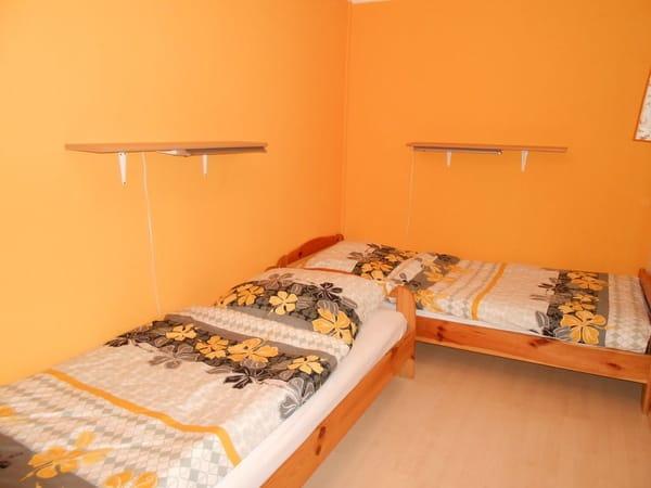 2. Schlafzimmer ( Kinderzimmer)
