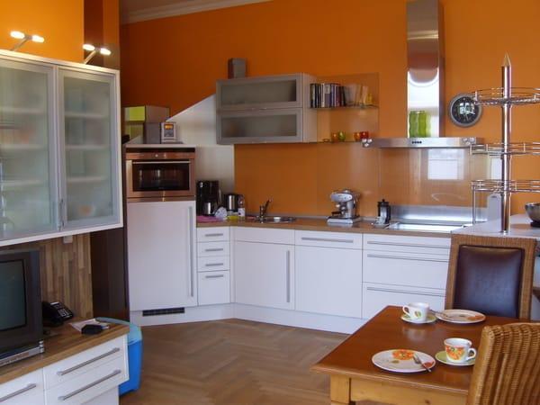 Moderne Küchenzeile mit allem Komfort