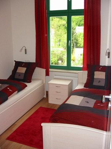 2. Schlafzimmer mit zwei einzelnen Betten
