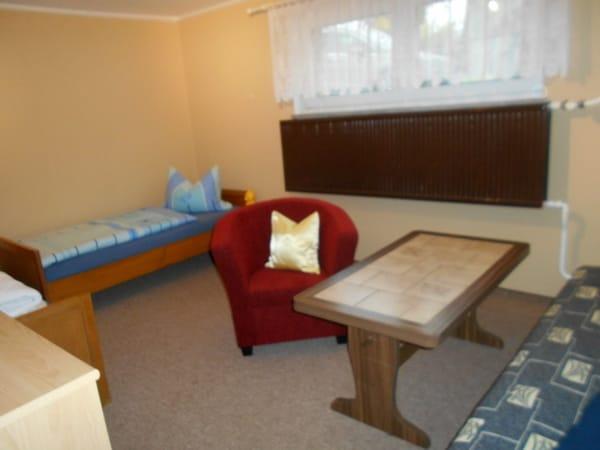 Kinderzimmer mit 2 Betten und 1 Kippcouch,zb.für noch 1 Kind