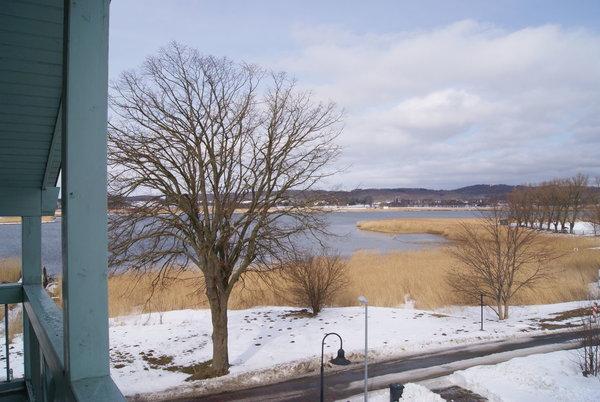 winterlicher Ausblick auf den See und die Granitz vom großen Nordbalkon