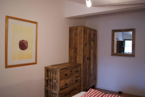 Die Massivholzmöbel im Vintage-Stil im Schlafzimmer