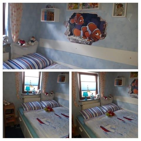 Kleines Zimmer ( So sieht es aus, wenn das Bett ausgezogen wird.)