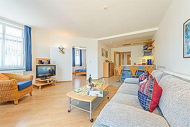 Ein Blick in die Wohnung, noch mit alter Möblierung  ( zur Zeit noch kein besseres Bild vorhanden )