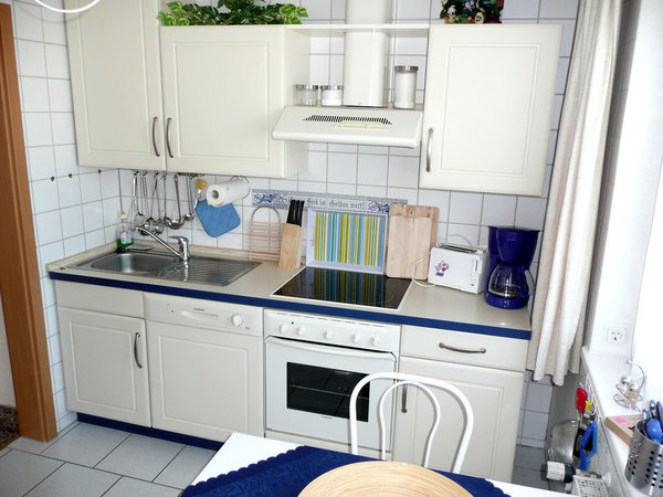Küche (u.a. mit Geschirrspüler und Backofen)