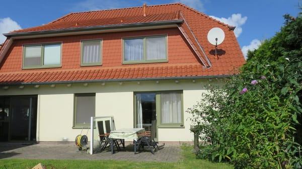Ansicht Terrasse mit Gartenmöbeln