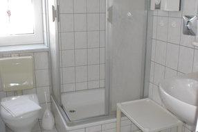 Badezimmer unten  unserer Ferienwohnung in Pantow auf Rügen zwischen Zirkow und Binz